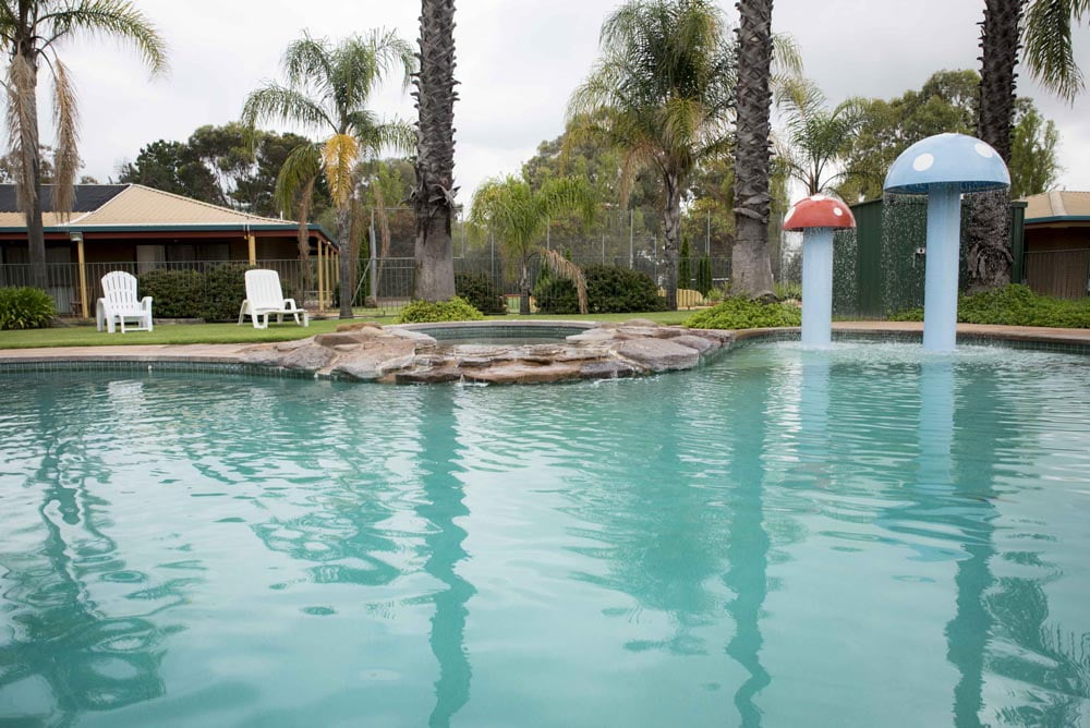 Barooga Country Inn Motel Pool